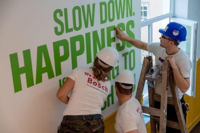 Bosch volunteers refurbish two schools in Hunedoara county, at Romos