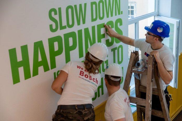 Bosch volunteers refurbish two schools in Hunedoara county, at Romos