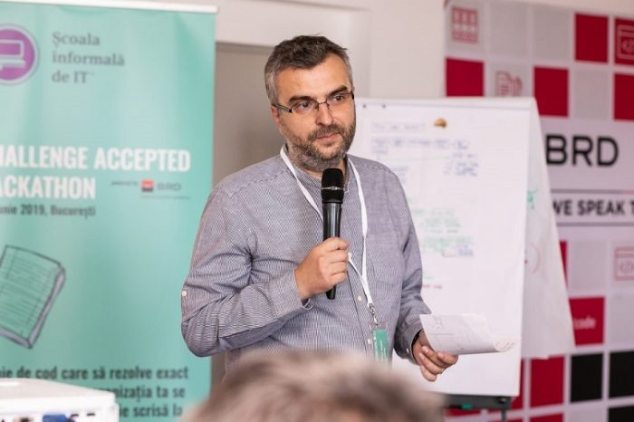 """Scoala Informala de IT organizes """"Challenge Accepted Hackathon"""", an event for the digitization of public institutions. The winning team will receive a prize of 10,000 euros from InnovX-BCR"""