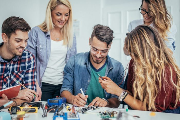 """High school students who have prepared for BAC in  """"CreȘTEM Viitor"""" program, have a 100% success rate in STEM subjects"""